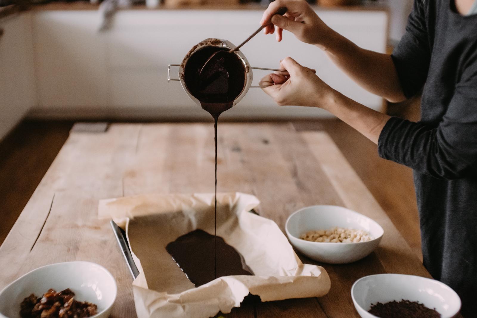 Making raw chocolate